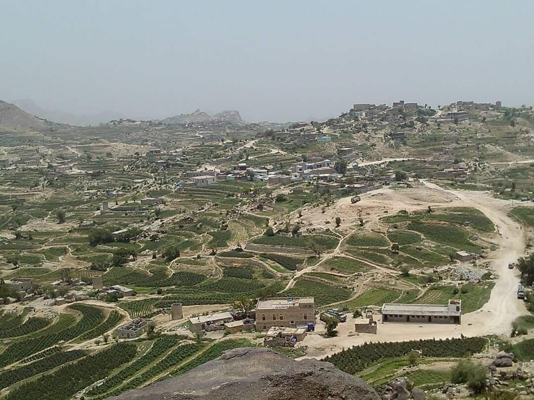 الحوثيون يفجرون 13 منزلا في إحدى القرى العبيسة بحجور