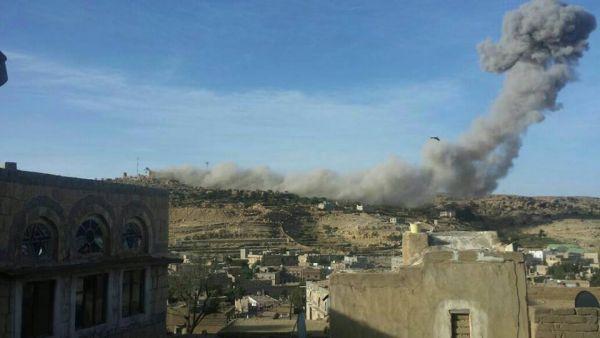 طيران التحالف يقصف معسكر للحوثيين في سنحان جنوب صنعاء