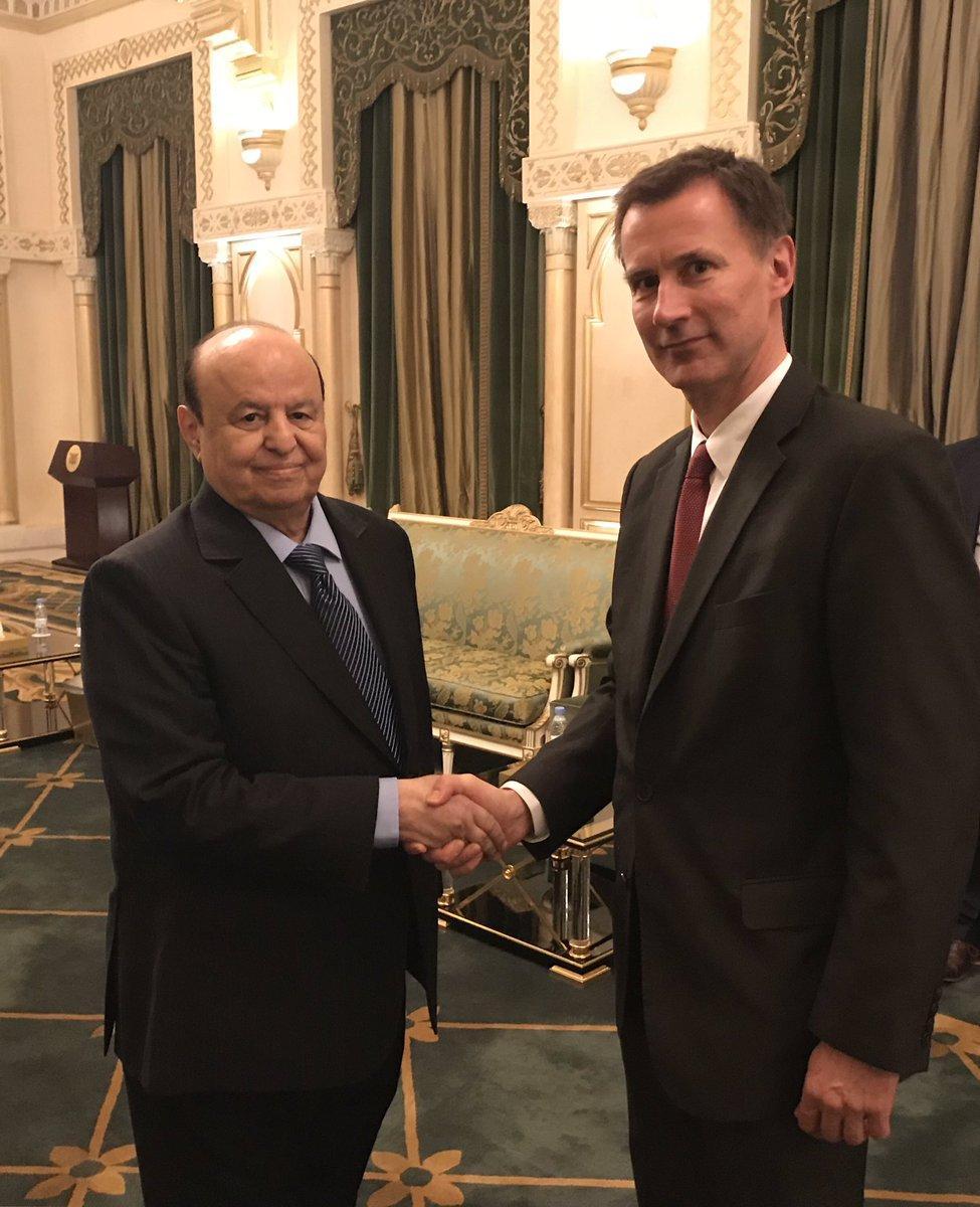 وزير خارجية بريطانيا يؤكد للرئيس هادي أنه ليس هناك خطة أفضل من استكمال محادثات السلام في اليمن