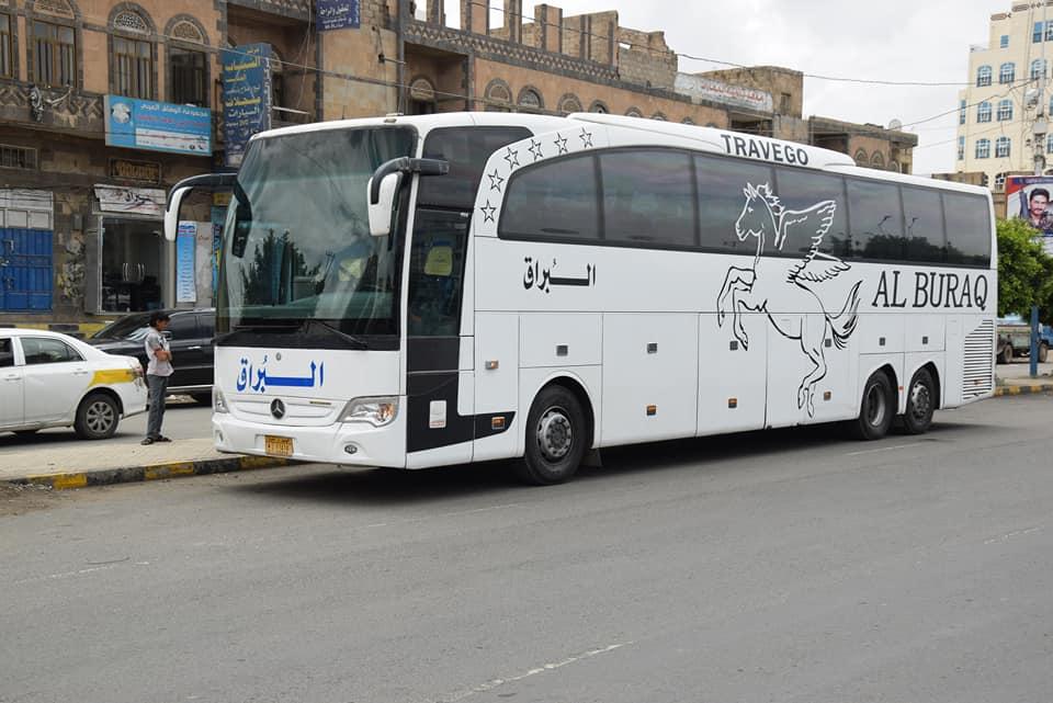 صورة صادمة لركاب يمنيون على متن حافلة نقل جماعي .. شاهد