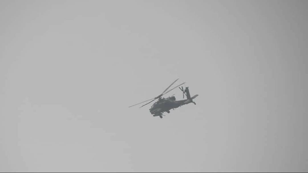 قوات التحالف تلقي منشورات تحذيرية في الحديدة (صورة)