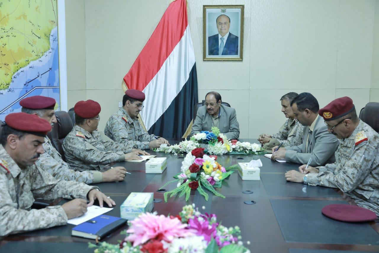 نائب الرئيس يصل مأرب ويلتقي رئيس هيئة الأركان وعدد من القيادات العسكرية