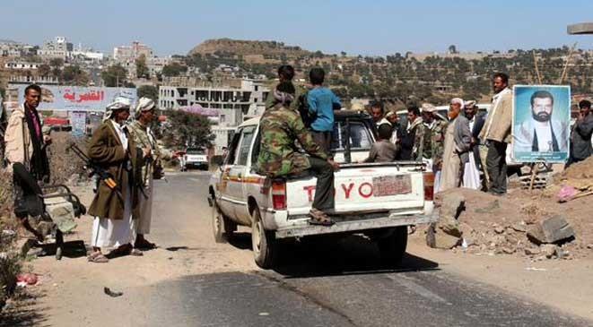قيادي حوثي يعتدي على منزل أحد المواطنين في إب ويقوم بنهبه