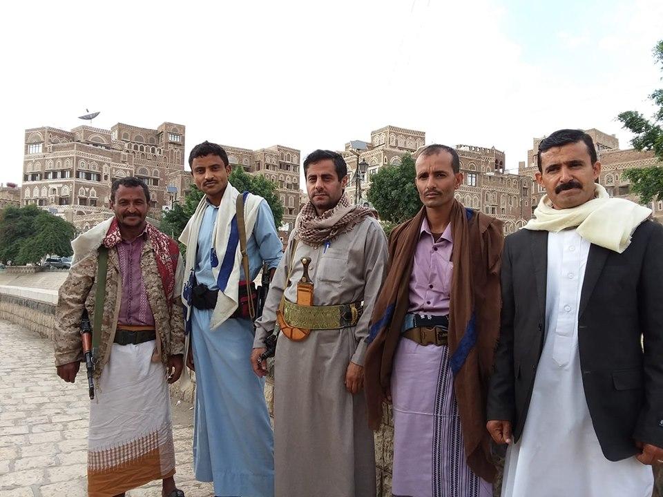 محمد البخيتي ينشر صورة للضباط المنشقين.. ما حقيقة انشقاقهم؟