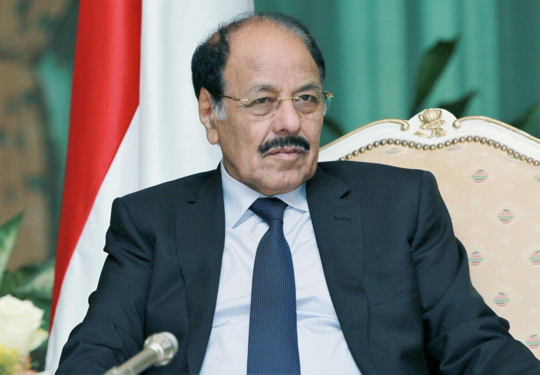 الفريق علي محسن يثمن بطولات أبناء تعز ويطلع على سير المعارك بالمحافظة