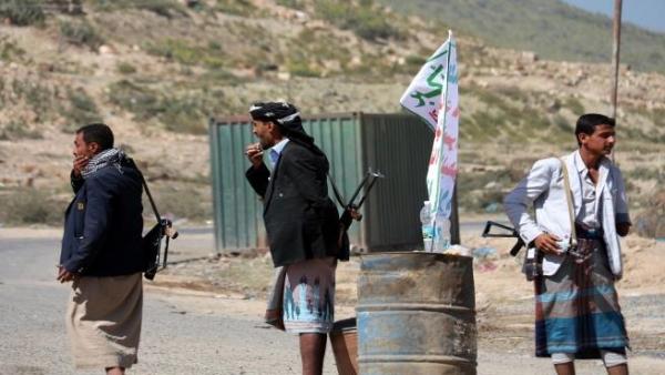إب.. حوثيون يقتحمون قرية في الرضمة ويصيبون مواطن بإصابات بالغة