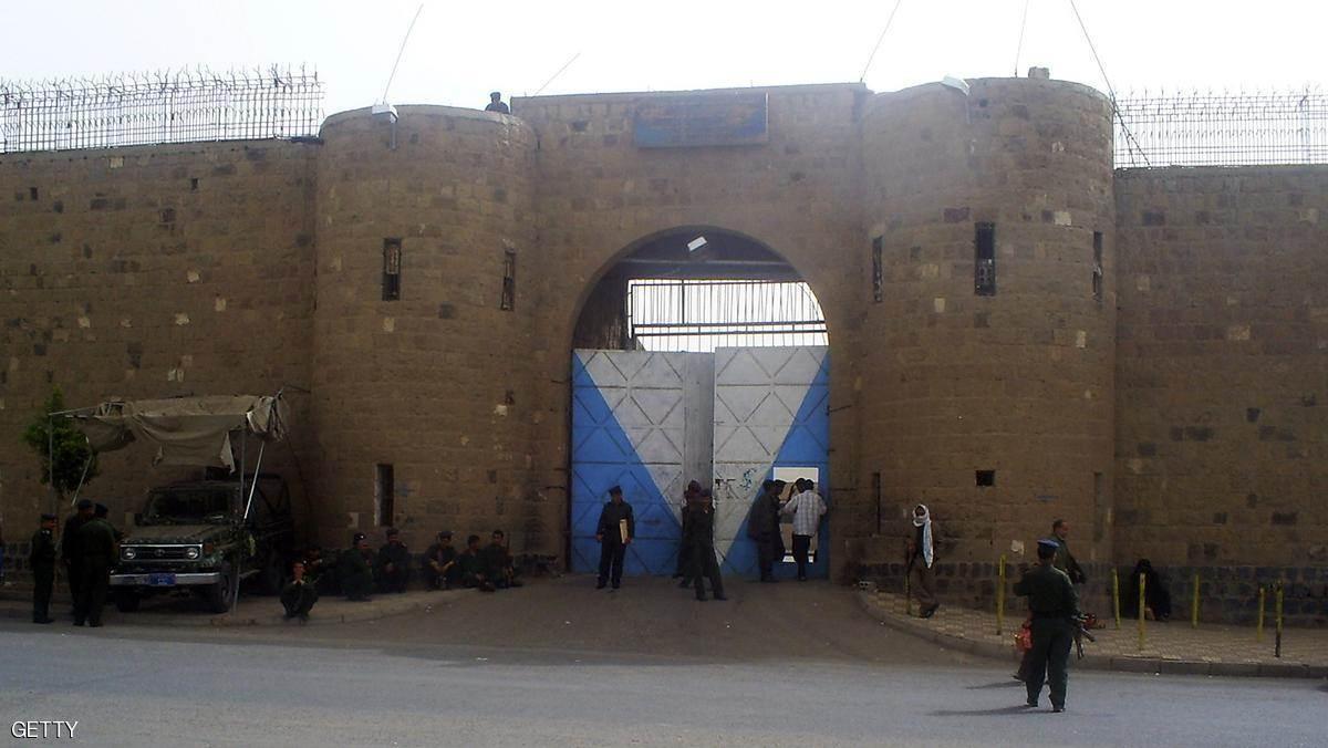 الحوثيون يدلّلون عناصر القاعدة المعتقلين في سجون صنعاء.. لماذا؟