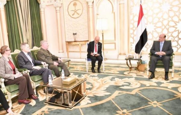 الرئيس هادي يلتقي قائد القيادة المركزية في الجيش الأمريكي
