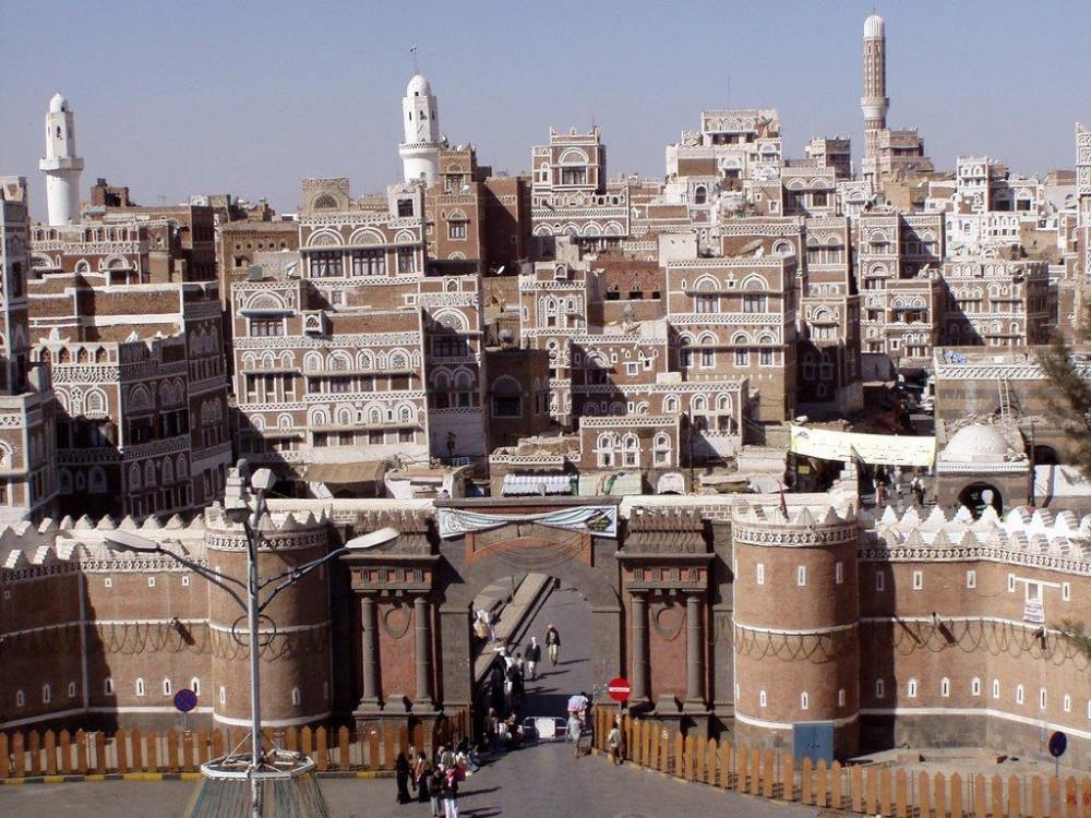 الحوثيون يؤجرون مآذنة أحد مساجد صنعاء القديمة من تاجر أقمشة (صورة)