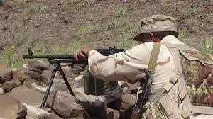 أسر قيادي حوثي واستمرار المعارك في جبهة حمك بالضالع