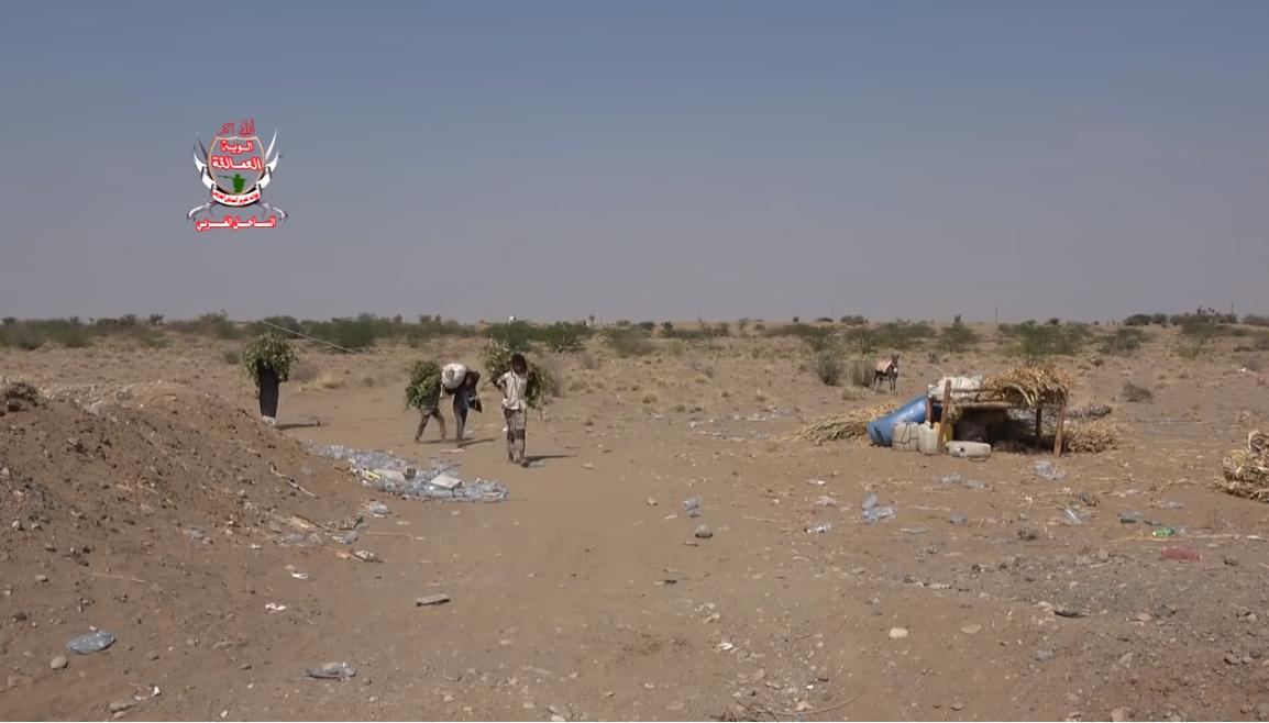 موجة نزوح جديدة من إحدى قرى حيس بسبب الحوثيين (فيديو)