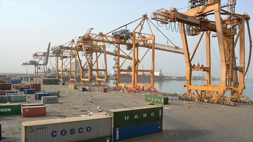 برنامج الأغذية يقول إن الشحن في ميناء الحديدة تراجع إلى النصف