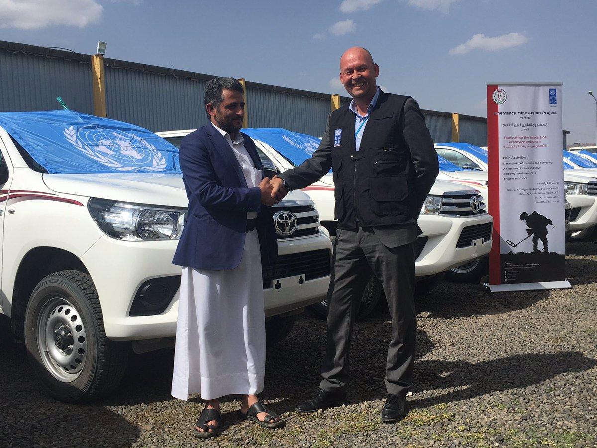 عسكر زعيل: الأمم المتحدة سلمت الحوثيين القتلة 20 سيارة لزرع الألغام وليس لنزعها