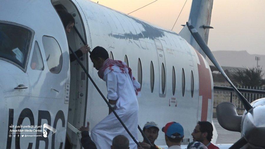 برلماني موالٍ للحوثيين يشن هجوما لاذعا عليهم بعد إفراجهم عن أسير سعودي (صور)