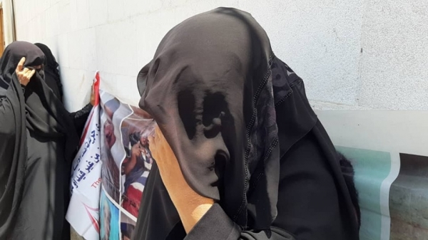 """وفاة والد مختطف في سجون الحوثي بعد ساعات من رؤية نجله بـ""""صنعاء"""""""
